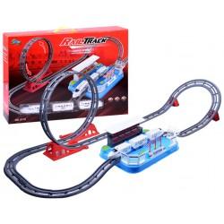 Osobní elektrický vláček se smyčkou na dráze