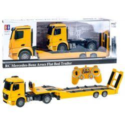 Kamión s návesom na prevoz bágrov