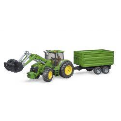 Bruder Traktor John Deere 7930 s vozom